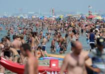 Forte scossa terremoto, gente fugge dalle spiagge