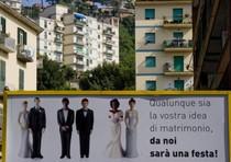 Pubblicità per feste nozze 'apre' a gay