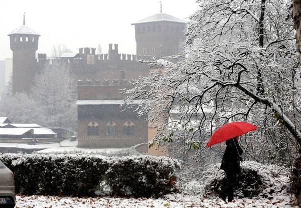 Parco del Valentino imbiancato dalla neve a Torino