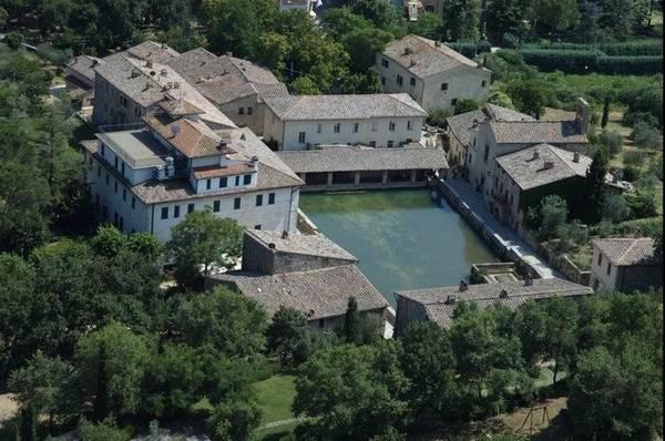 Bagno Vignoni, magia dacqua - Foto racconti - In Viaggio - ANSA.it