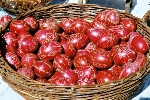 Pasqua in austria e ungheria in viaggio - Uova di pasqua decorati a mano ...