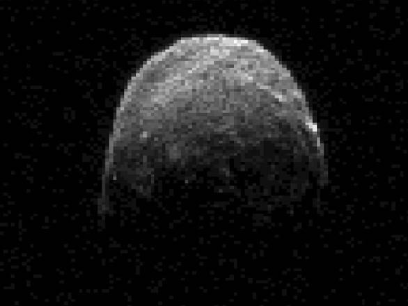 Una nuova immagine radar dell'asteroide 2005YU55, scattata il 7 novembre, quando si trovava a 1,3 milioni di chilometri dalla Terra (fonte: NASA/JPL-Caltech)