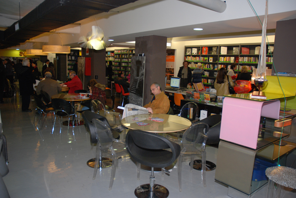 Tavolini Di Marmo Trastevere : Scoppia la moda dei book bar in viaggio ansa.it
