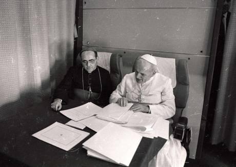 Via al restauro dell archivio fotografico del Vaticano.