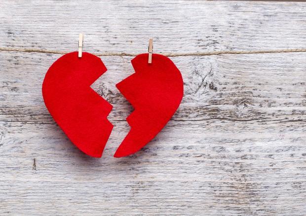 Le donne maltrattate sviluppano la sindrome del cuore infranto © Ansa