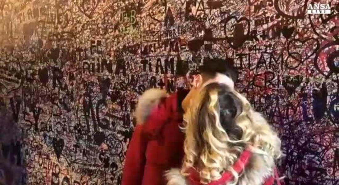 Trionfo di selfie e baci sotto casa Giulietta © ANSA