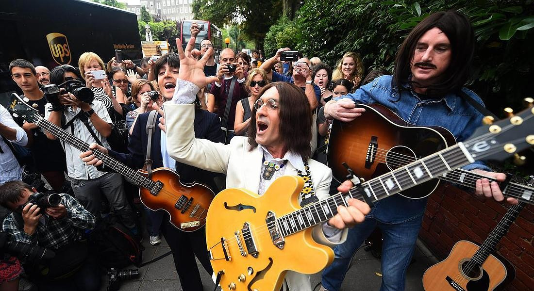Beatles fans celebrate 45th anniversary of Abbey Rd © EPA