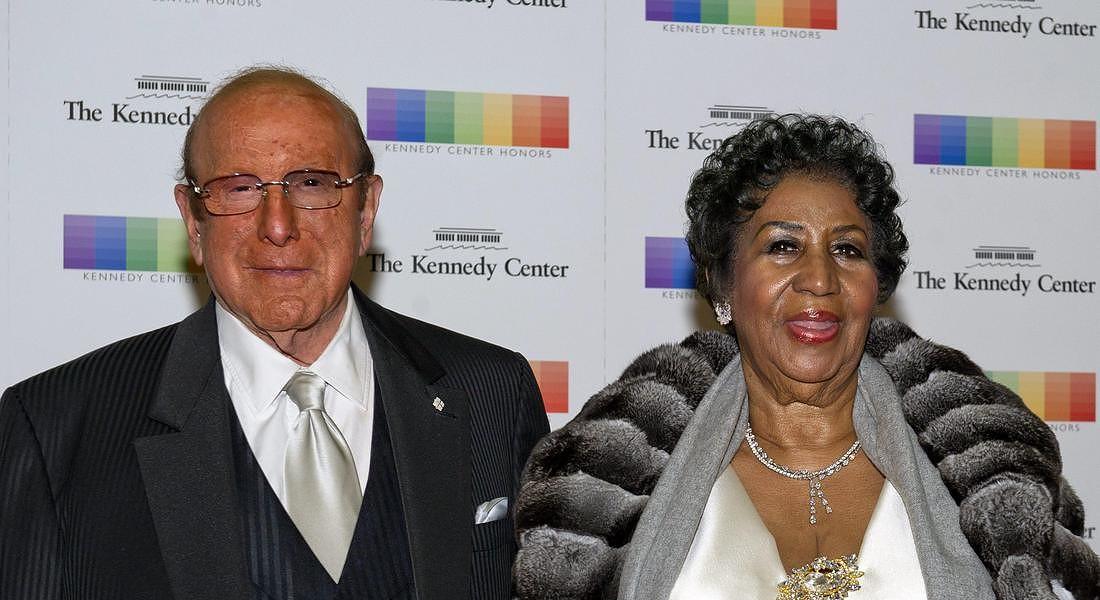 Clive Davis (L) and US singer Aretha Franklin 2015 © EPA