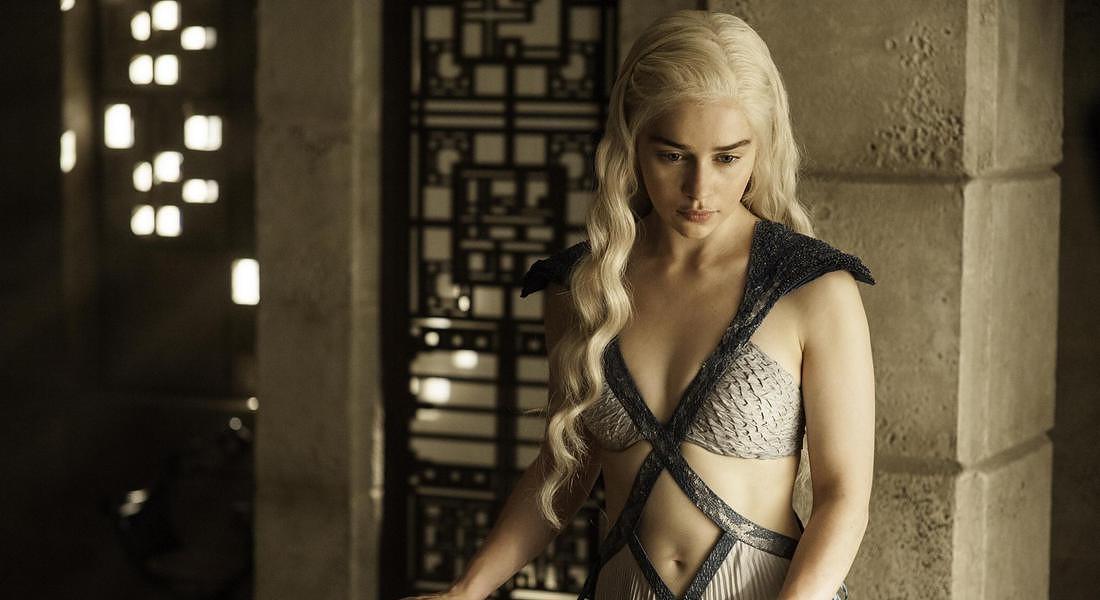 La madre dei draghi Daenerys Targaryen, interpretata da Emilia Clarke, nel Trono di Spade © AP
