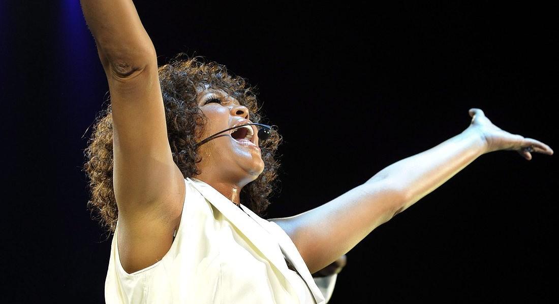 Whitney Houston in un concerto nel 2010 © EPA