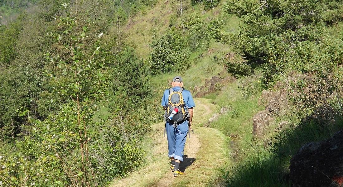 traves viù, la parte iniziale della tappa di uno dei trekking organizzati da Santieri Resistenti collegando i luoghi memoria della Resistenza in Piemonte © Ansa