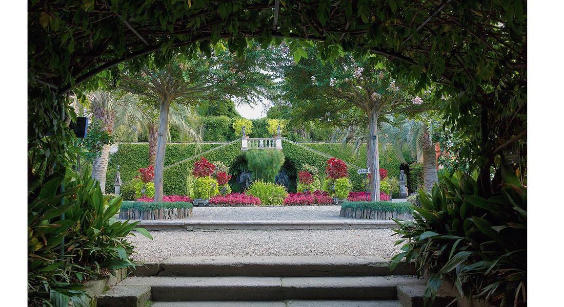 -I Giardini delle Isole Borromee, Isola Madre, doppia scalinata, foto di Dario Fusaro © ANSA