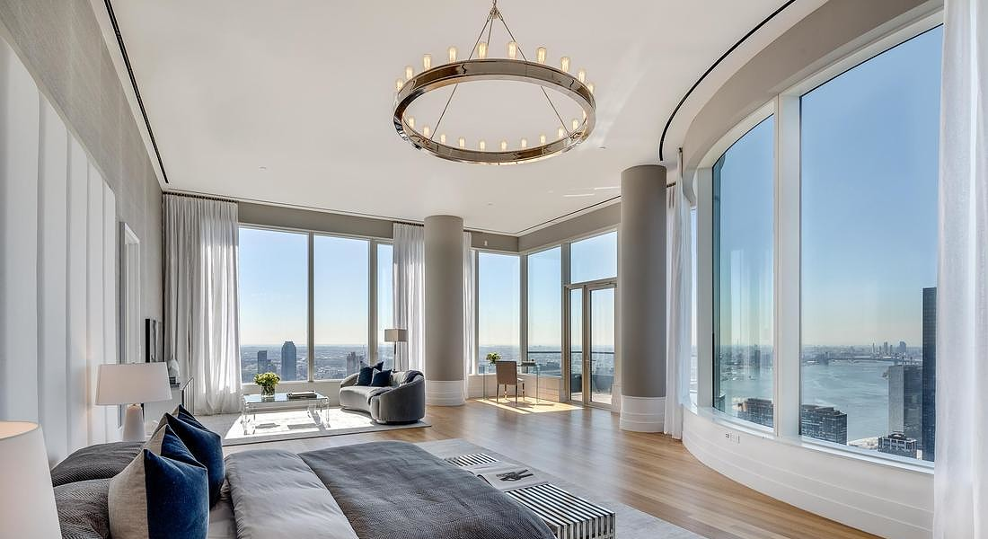 252 East 57 sulla Billionaire Row di Manhattan, il cui design che usa le curve del vetro in modo innovatico è ispirato al vaso iconico del finlandese Alvar Aalto esposto al MoMA di New York © ANSA