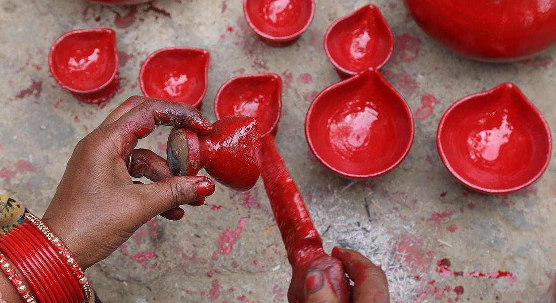 Preparations for Diwali festival in Himachal Pradesh © EPA