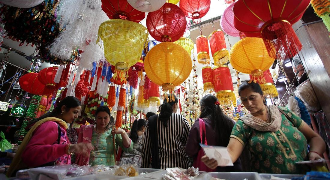 Diwali festival shopping in Jammu © EPA