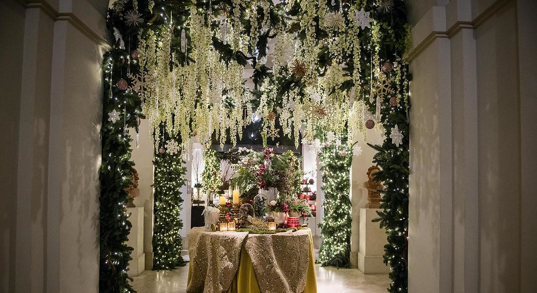 Idee da copiare dalle decorazioni barocche del flower designer Sebastian Bierings e del suo team Sebastian Flowers Italy all'hotel De Russie a Roma © ANSA