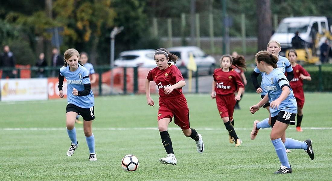 Giovani atlete (foto Scuola calcio As Roma web) © Ansa