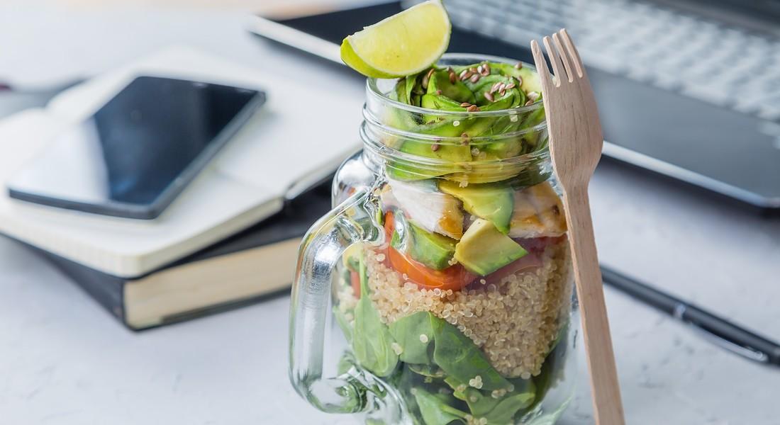 Health Food, insalata con quinoa e avocado foto a_namenko iStock. © Ansa