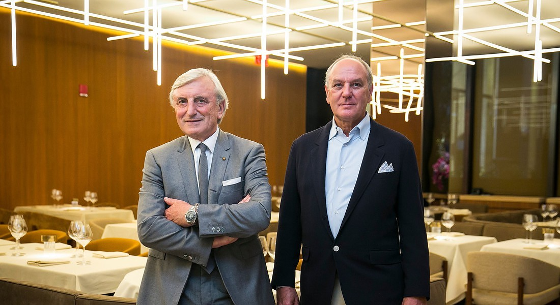 Julian Niccolini e Alex von Bidder impegnati nella riapertura del Four Seasons a New York (foto courtesy Nicole Craine for The New York Times) © Ansa