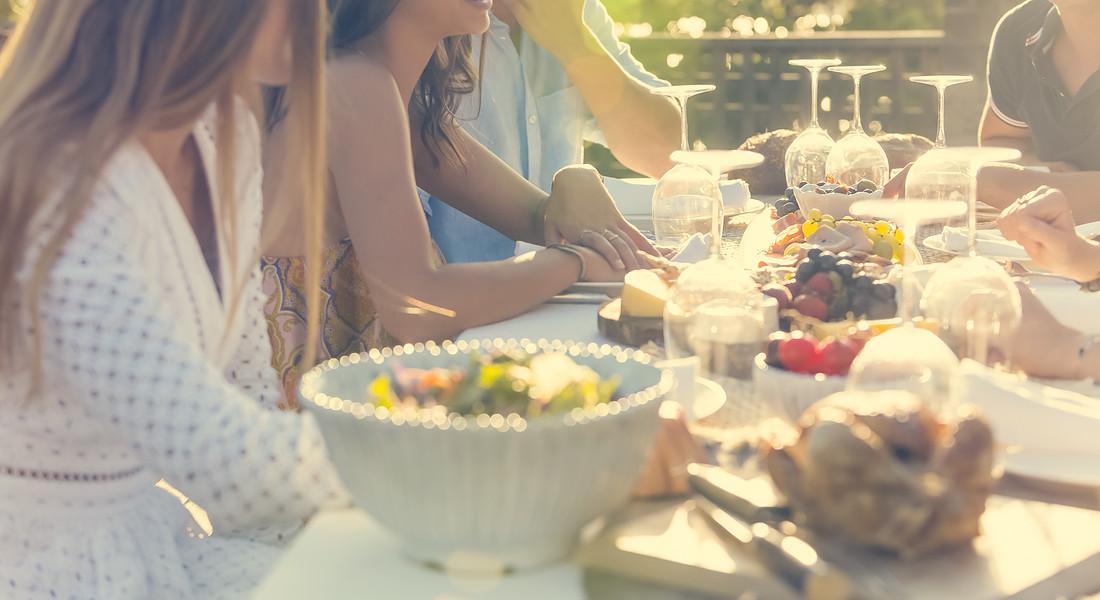 Tavolata estiva, insalata di riso immancabile pietanza conviviale di tradizione. foto iStock. © Ansa