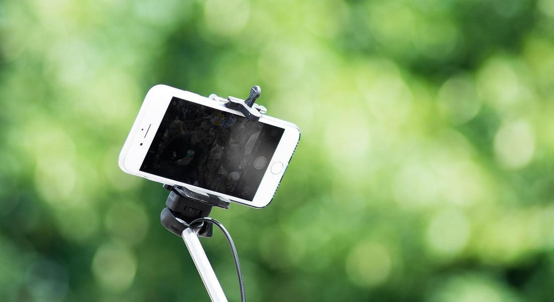 Generazione selfie per indagine Mintel © ANSA