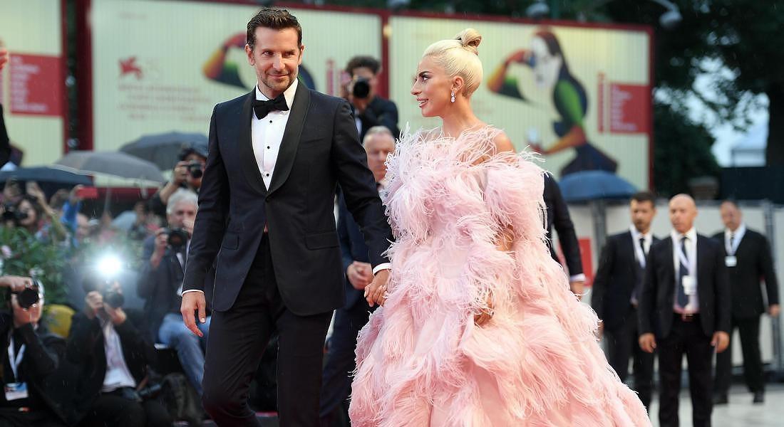 Venice Film Festival 2018: Lady Gaga e Bradley Cooper mano nella mano alla premiere di A star is born © ANSA