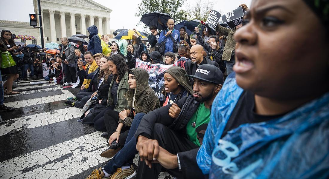 A Capitol Hill, il sostegno a Christine Blasey Ford, che accusa di aggressione sessuale Brett Kavanaugh, il giudice nominato alla Corte Suprema © EPA