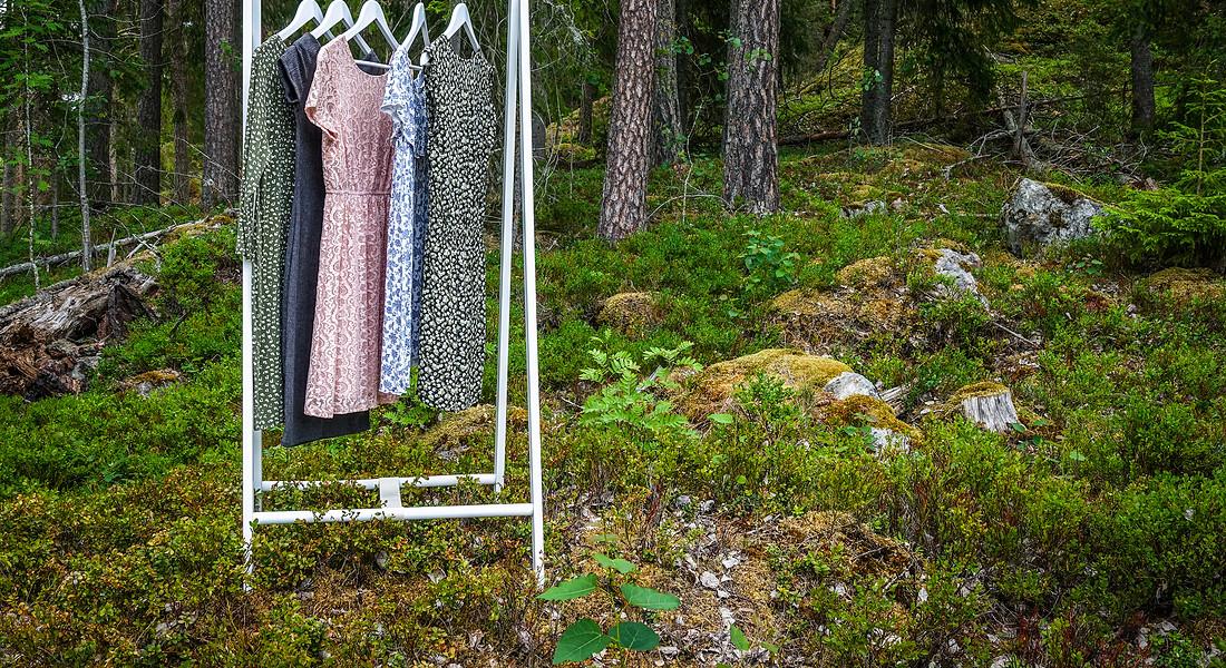 Abiti in un contesto green. foto iStock. © Ansa