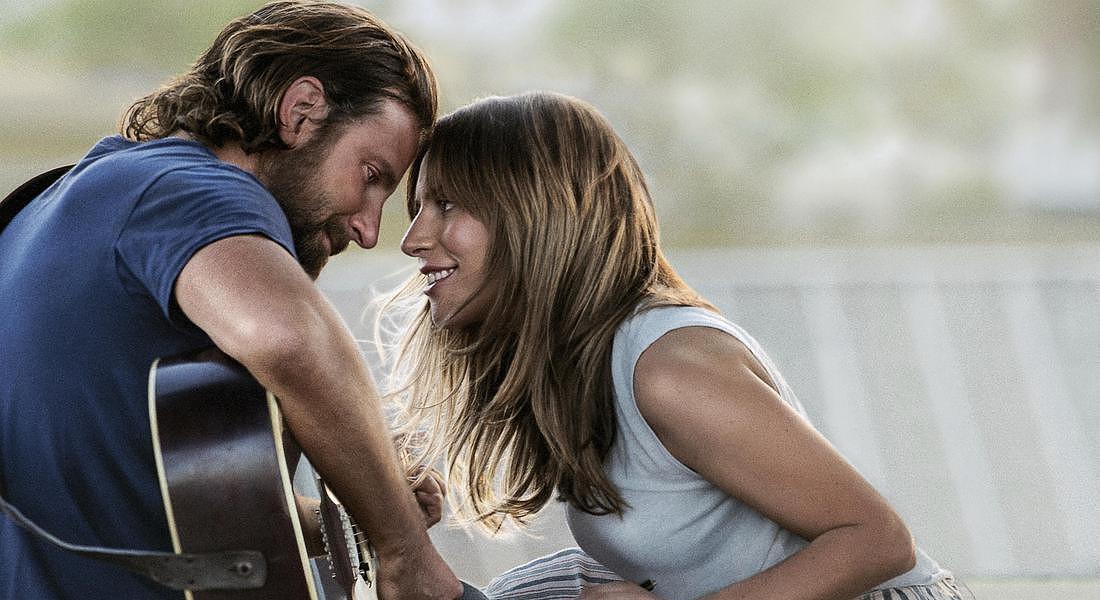 A star is born, una scena del film con Bradley Cooper e Lady Gaga. Galeotto? © AP