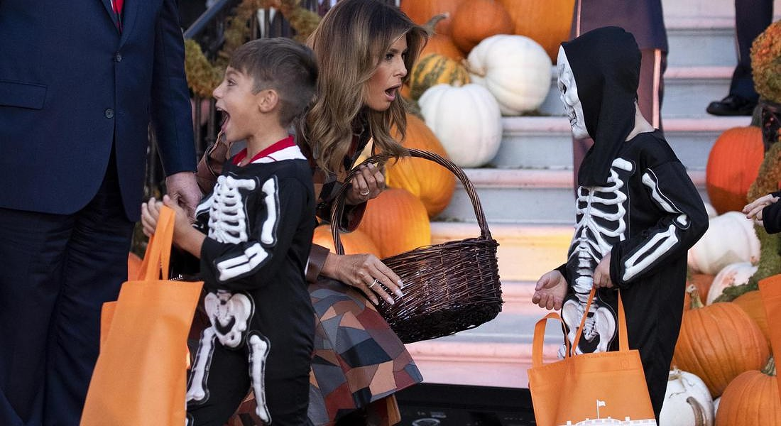 US President Donald J. Trump and First Lady Melania Trump during a Halloween in the White House © EPA