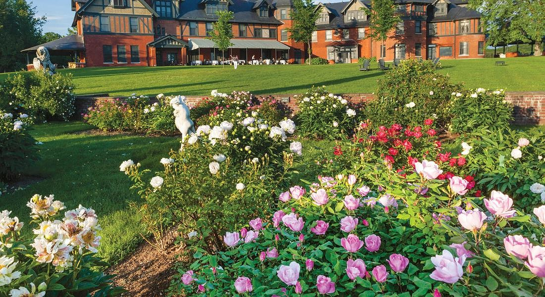 Vermont Inn_Roses_Patio_PC-Marshall_Webb © ANSA