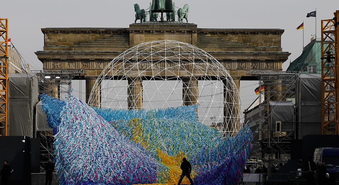 Germany Berlin Wall Art Commemoration © AP