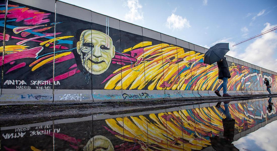 A BERLINO DISCORSI, MUSICA E COLORI PER I 30 ANNI SENZA MURO © EPA