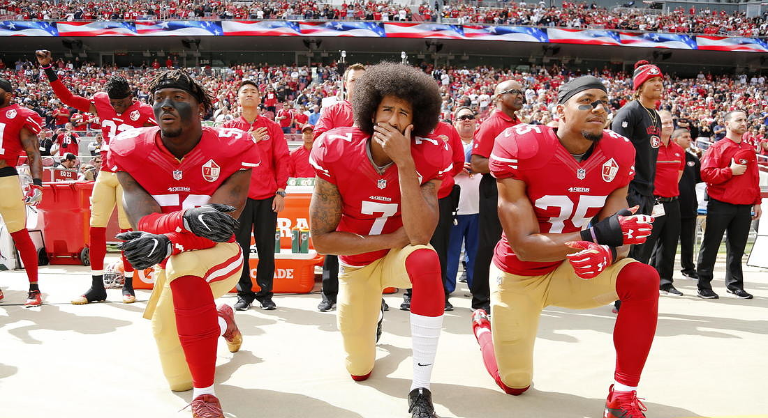 NFL to fine teams if players kneel during national anthem 2016 © EPA