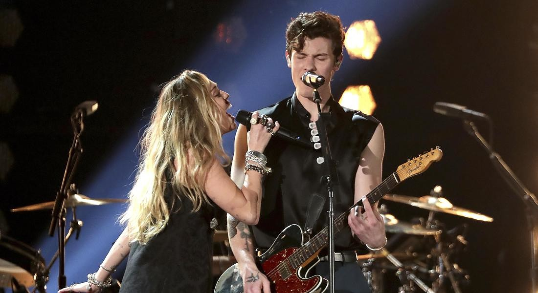 Miley Cyrus,Shawn Mendes © AP