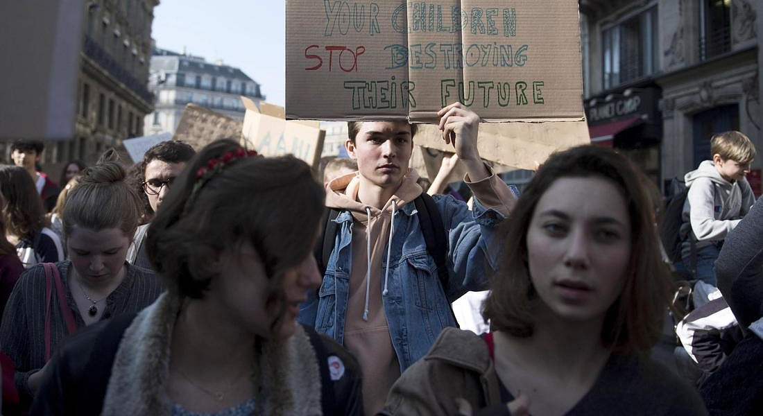 Students gather for a climate demonstration in Paris © EPA