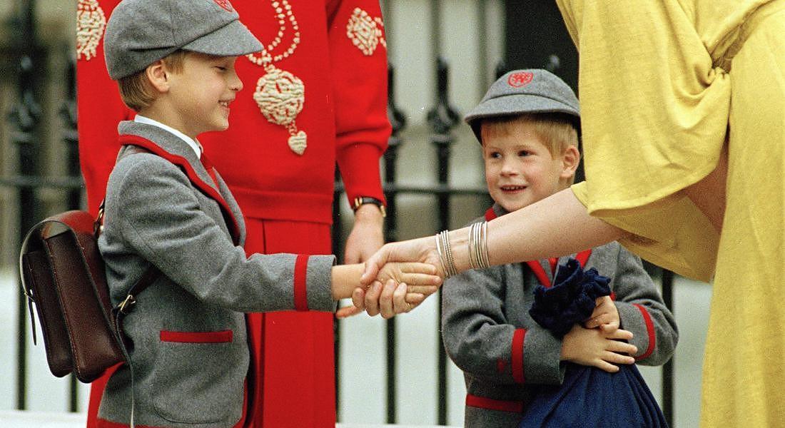Il principe Harry a 4 anni con il fratello William e la madre Diana nel 1989 © AP