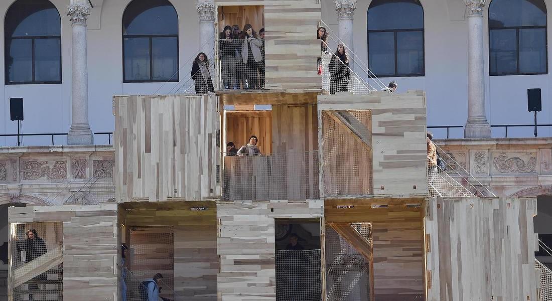 Milan Design Week: Fuori Salone. L'installazione 'Multiply Milano' dello studio di architettura Waugh Thistleton composta da 16 cubi fatti di  legno lamellare incrociato. All'Università Statale di Milano © ANSA