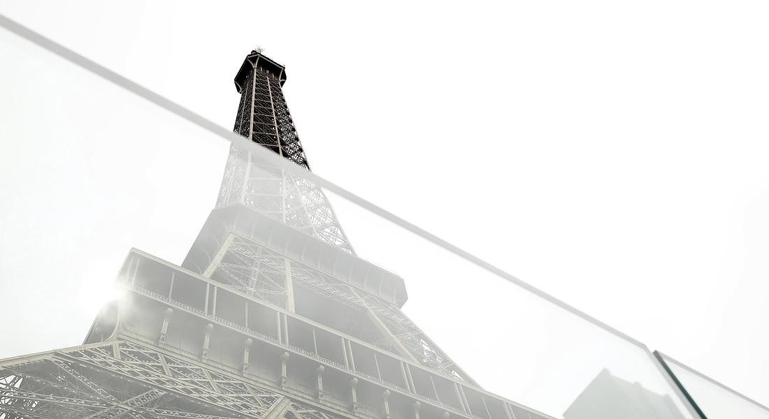 La Tour Eiffel fa 130 anni, alle prese con un maxi-lifting © EPA