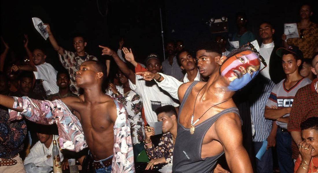NEW YORK CELEBRA I 50 ANNI DEI MOTI DI STONEWALL Chantal Regnault (b. 1945) Kenny Chanel and Bobby  Revlon, House of Milan Ball, NYC Gay Community Center, 1990 Digital print Courtesy of the artist © ANSA