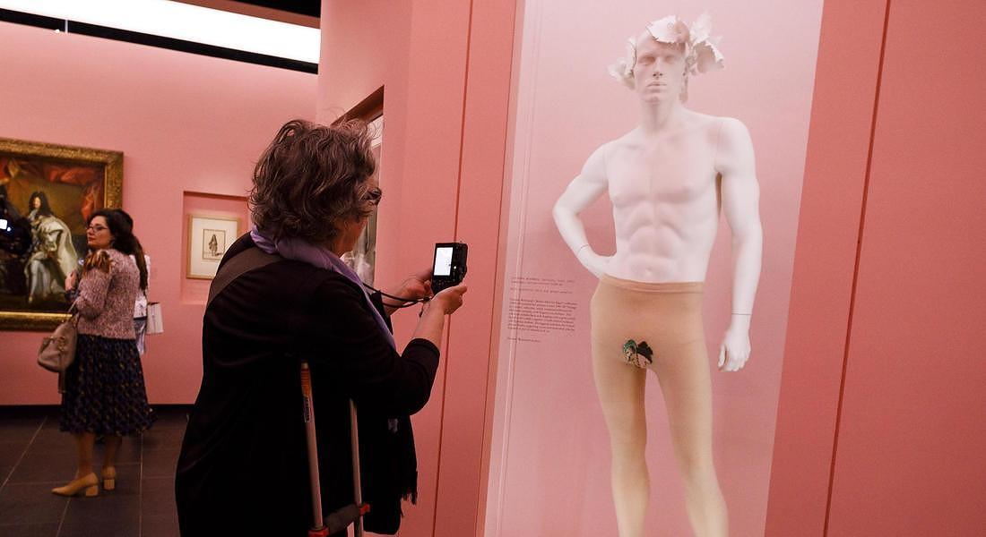 Met Museum Costume Institute exhibit Camp: Notes on Fashion preview. Una creazione di Vivian Westwood © EPA