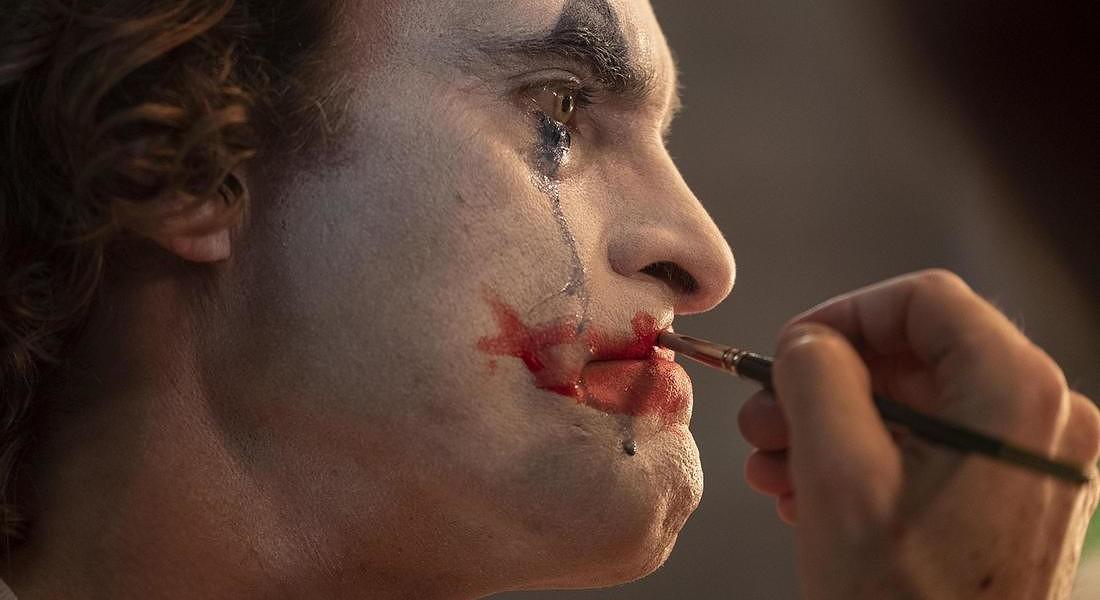 Joaquin Phoenix in una foto di scena di Joker di Todd Phillips © ANSA