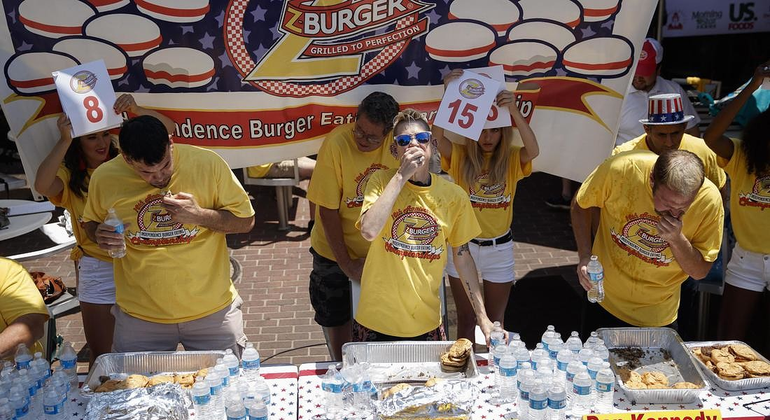 Z-Burger Tenleytown holds its 10th annual Independence Burger Eating Championship © EPA