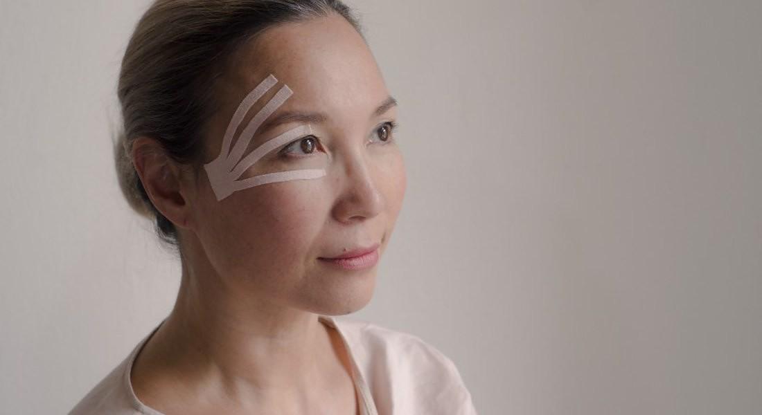 face taping - Elmira The art of face toning © Ansa