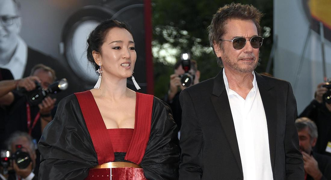 76th Venice International Film Festival Chinese actress Gong Li (L) and her husband French composer Jean-Michel Jarre arrive for the  premiere of 'Lan Xin Da Ju Yuan(Saturday Fiction) ' © ANSA