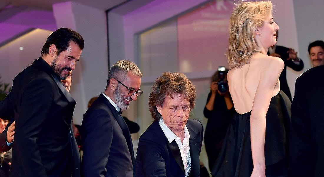 British musician Mick Jagger helps Australian actress Elizabeth Debicki (R) as they arrive for a  premiere of 'The Burnt Orange Heresy' during the 76th annual Venice International Film Festival, © ANSA