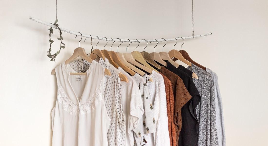 L'armadio del futuro potra' essere minimal perche' affitteremo interi outfit abbonandoci alle piattaforme di subscription boxes © Ansa