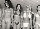 Ragazze indossano il bikini in una foto di archivio (ANSA)