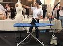Victoria Beckham cura la stiratura dei suoi abiti a pochi minuti dalla sfilata Spring Summer 2018 alla Ny Fashion Week (foto dal suo profilo social) (ANSA)
