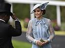 Kate Middleton al Royal Ascot. Indossa un abito blu pastello della collezione cruise del 2019 del designer libanese Elie Saab (ANSA)
